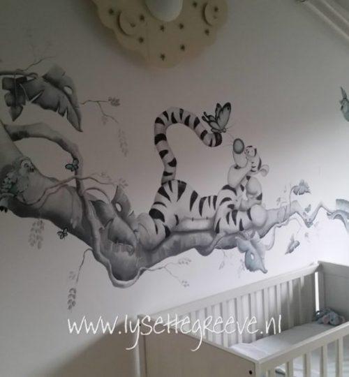 Muurschildering Tijgertje door Lysette Greeve in grijstinten