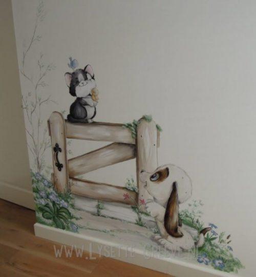 Muurschildering poes kat hond vogels hek