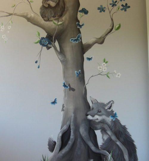 Grijstinten muurschildering Lysette greeve Boom Wasbeer Vos