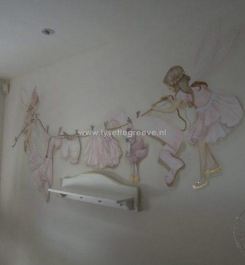 Muurschildering kleding fee elf meisjeskamer babykamer